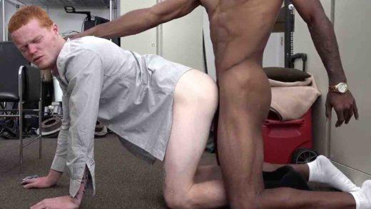 gay ruivo dando o cu